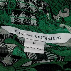 Diane Von Furstenberg Dresses - Diane von Furstenburg Silk Floral Dress